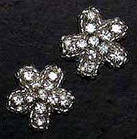pair of small rhinestone daises